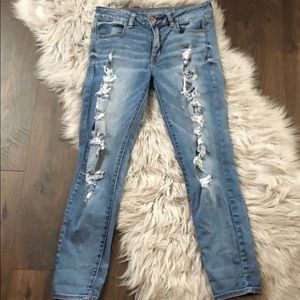 Destroyed AEO jeans - super stretch size 6 regular